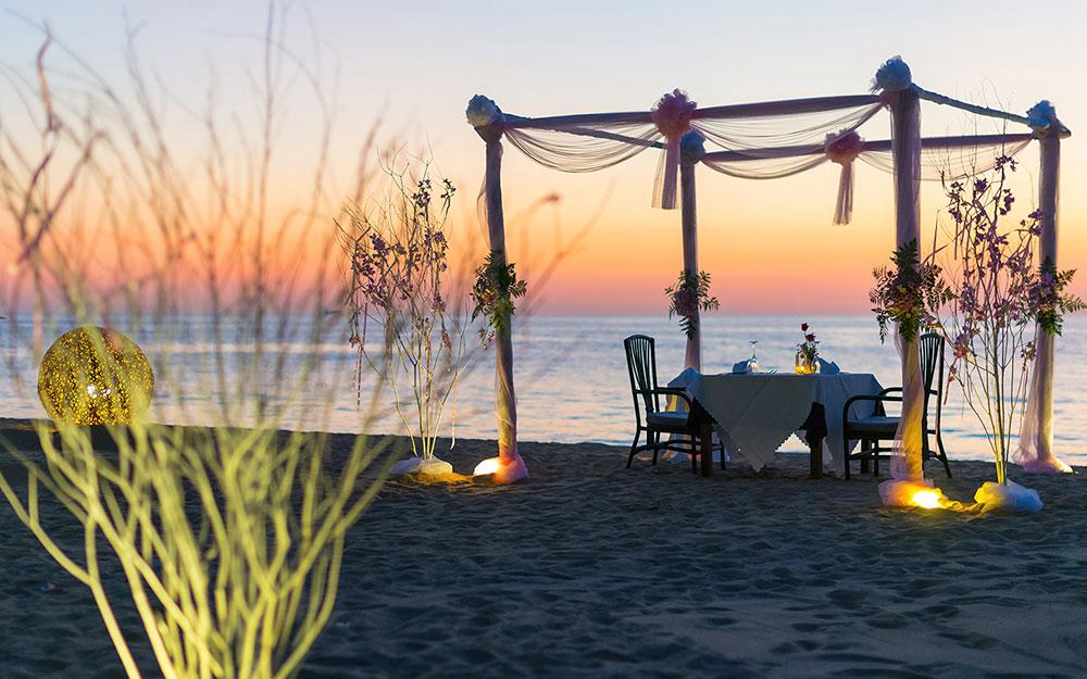une nuit àla belle étoile sur une plage paradisiaque privée avec un service de majordome